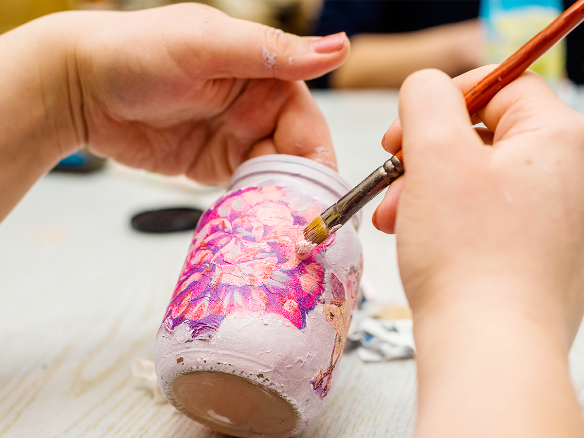 WB-Paint-Like-A-Pro-painting-glass-jar